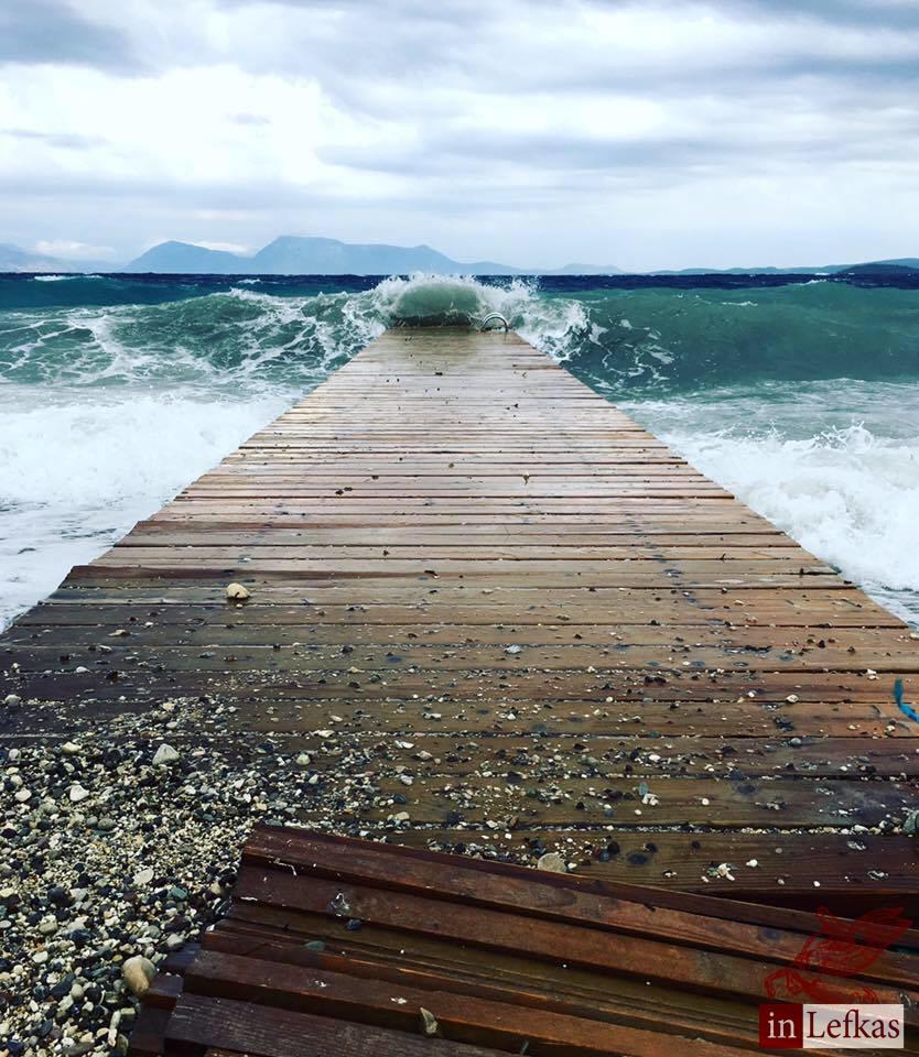 Φθινοπωρινή Λευκάδα: Η θάλασσα αγρίεψε!